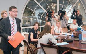 Minister Steponavičius podkreślił, że zastosowanie specjalnych środków bezpieczeństwa wyeliminowało wszelki możliwy przeciek informacji z Centrum Egzaminacyjnego Fot. Marian Paluszkiewicz