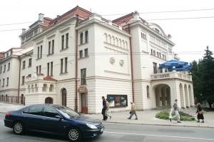 Skoro w roku 1912 Polacy wileńscy zbudowali ten gmach, to mogą się ubiegać o jego zwrot    Fot. Marian Paluszkiewicz
