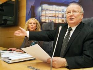 Zenonas Vaigauskas stwierdził, że Komisja musi najpierw podjąć fundamentalną decyzję o nowych okręgach       Fot. Marian Paluszkiewicz