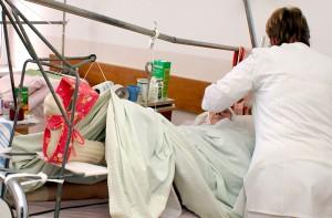 Sumienni medycy nie są obojętni wobec pacjentów, za których odpowiadają Fot. Marian Paluszkiewicz