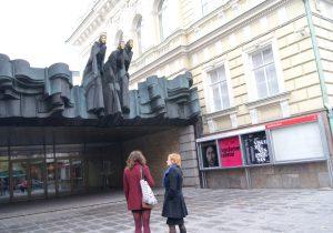 Mimo rozwoju innych sztuk, mimo atrakcyjności internetu, teatr wciąż zajmuje znaczące miejsce w sercach widzów Fot. Marian Paluszkiewicz