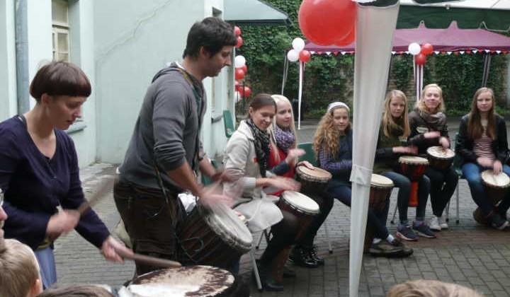 W podwórku Caritasu rozbrzmiewała muzyka i pieśniFot. Justyna Giedrojć