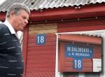 Niektórzy mieszkańcy, wydaje się, mieli dość stałej nagonki za polskie tablice, więc w ogóle pozdejmowali ze swoich domów tablice z nazwami ulic     Fot. Marian Paluszkiewicz