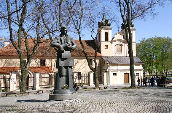 Pomnik Wawrzyńca Gucewicza na skwerku obok kościoła Św. Krzyża Fot. Justyna Giedrojć