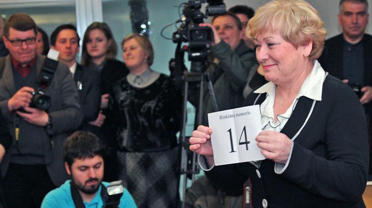 W imieniu AWPL losy ciągnęła już tradycyjnie wiceprzewodnicząca tej partii, mer rejonu wileńskiego Maria Rekść Fot. Marian Paluszkiewicz