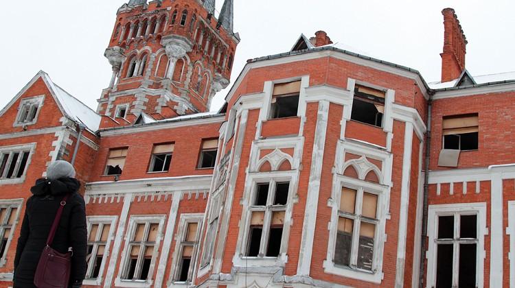 Dla landwarowian widok tego niszczejącego zabytkowego dworu sprawia osobisty ból Fot. Marian Paluszkiewicz