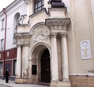 Rokokowy portal zewnętrzny kościoła pw. Ducha Świętego Fot. Marian Paluszkiewicz