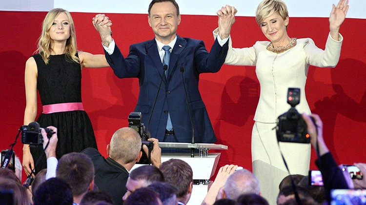 Andrzej Duda wraz z małżonką Agatą (od prawej) i córką Kingą Fot. EPA-ELTA