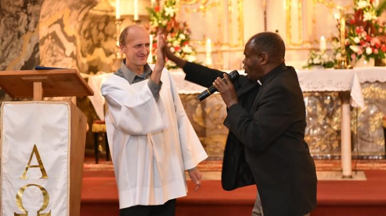 Modlitwom towarzyszyło budowanie relacji z człowiekiem obok Fot. Teresa Worobiej