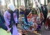 Do wspólnej zabawy zapraszali kolorowi przebierańcy z Butrymańc Fot. Anna Pieszko