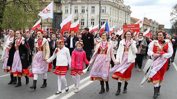 Na wileńskie ulice przemarsz z okazji Dnia Polonii i Polaków za Granicą powrócił po trzyletniej przerwie Fot. Marian Paluszkiewicz