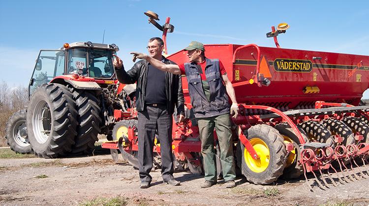Ostatnio rolnicy dosyć często późnią się w czas przedstawić projekty, złożyć wnioski o dotacje Fot. Marian Paluszkiewicz