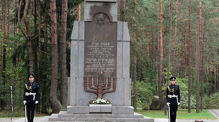 Pomnik 70 tysięcy Żydom pomordowanym w Ponarach Fot. Marian Paluszkiewic