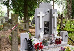 Mogiła rozstrzelanych księży Polaków — Bazewicza i Naumowicza — na cmentarzu Mieżenelskim Fot. Marian Paluszkiewicz