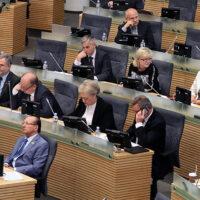 Poselskie wydatki reprezentacyjne pozostaną okrojone jeszcze na rok
