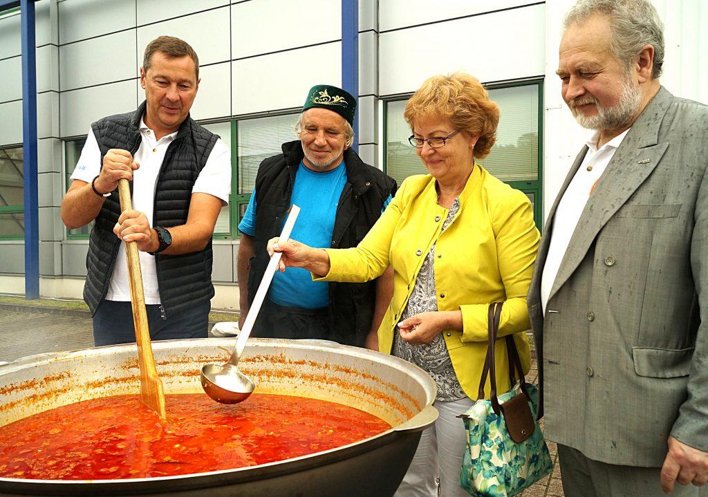 Stoisko Tatarów cieszyło się uwagą zwiedzających, których w szczególności przyciągały zapachy tradycyjnych tatarskich potraw