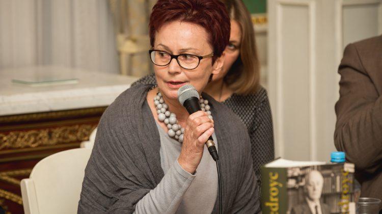 """""""Chciałam zmienić stereotyp, zerwać z Giedroycia tę czysto polityczną maskę. W pewnym sensie mi się udało, ale Giedroyc nadal pozostaje tajemnicą"""" — mówi Magdalena Grochowska Fot. Małgorzata Kozicz , zw.lt"""