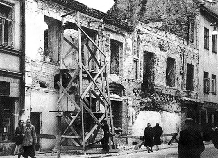 Jedno z ostatnich zdjęć Mistrza — ulica Zamkowa w Wilnie w 1944 r. Fot. archiwum