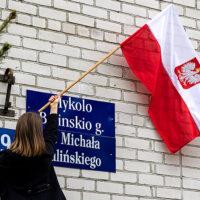 Biało-czerwone flagi w polskie święta narodowe na Wileńszczyźnie