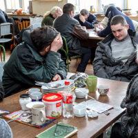 Przez silne mrozy bezdomni  garną się do schronisk