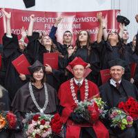 Uroczystość wręczenia dyplomów wileńskiej filii Uniwersytetu w Białymstoku